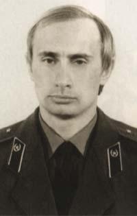 ¿Por qué fracasó el experimento comunista? - Página 2 Vladimir_putin_in_kgb_uniform