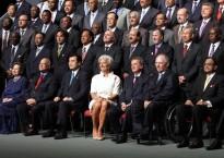 Reunió dels ministres de finances representats al FMI, amb la directora general al mig. Imatge: bloomberg.com