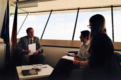 El M. Hble. Sr. Berhnard Brasack en un moment de l'entrevista al Consulat General.  -  Fotografia: Xavier Ruiz