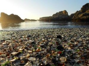 Platja de vidre reciclat- Fort Bragg, Califòrnia. (Font: www.nationalparksblog.com)