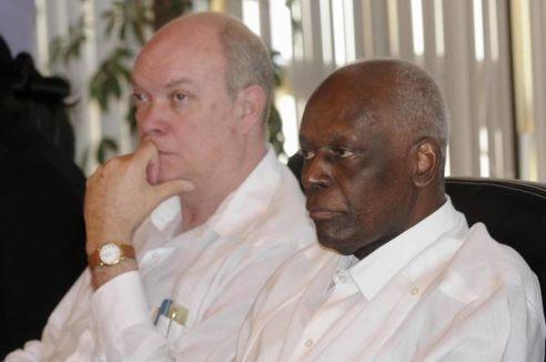 Rodrigo Malmierca (esquerra) amb el President d'Angola, José Eduardo dos Santos (dreta) el passat mes d'Abril - font: Roberto Morejon