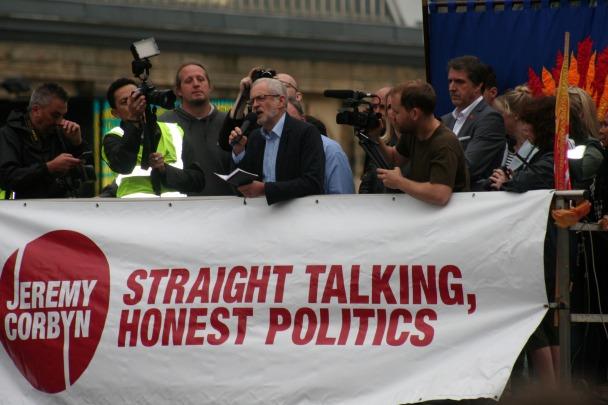 "Jeremy Corbyn i el seu ""straight talking"". Foto de Kevin Walsh (flickr creative commons)."